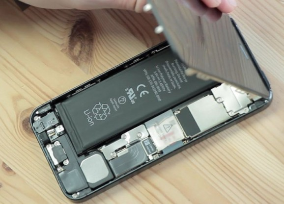 How-to-replace-iPhone-5-battery-4